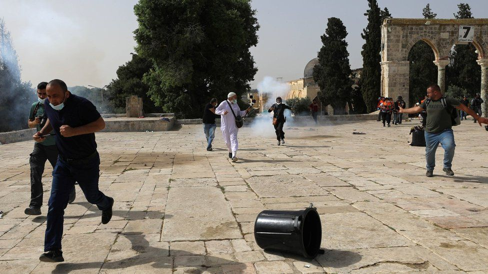 Jerusalem violence: More clashes as tensions soar