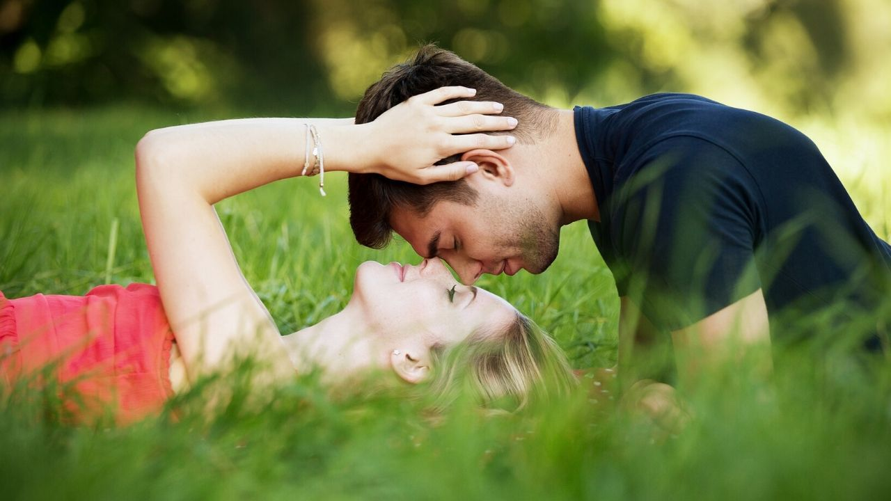 How to Attract a Libra Man in Bed With Scorpion Woman